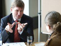 Prof. Dr. Claus Vogelmeier im Beratungsgespräch